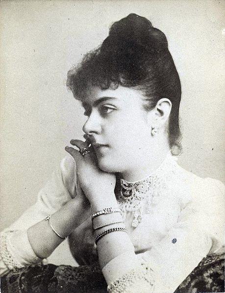 Baronesse_Mary_Vetsera_1888_(cropped)