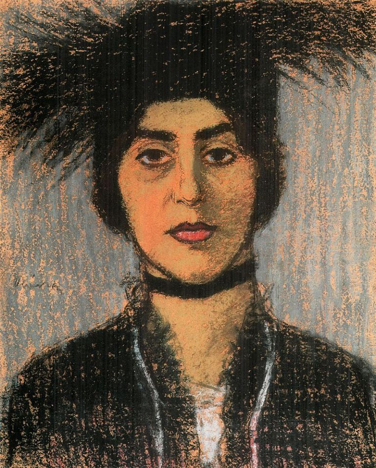 800px-Rippl_Woman_Wearing_Hat_with_Black_Ostrich_Feather
