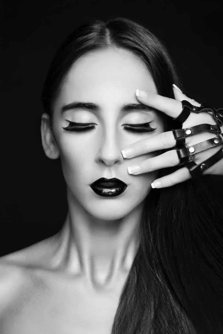grayscale portrait photo